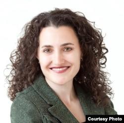 加州圣莫尼卡市执业律师和医生朱丽•坎特(Julie Cantor)