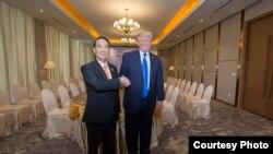 台灣總統蔡英文在推特推宋楚瑜與川普合影的照片。(蔡英文推特截圖)