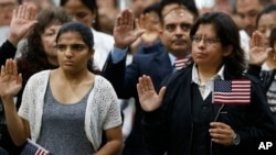 FILE - Immigrants take the citizenship oath during naturalization ceremonies at a U.S. Citizenship and Immigration Services ceremony in Los Angeles, California, Sept. 20, 2017. In the 2019 fiscal year, the U.S. will limit refugee admissions to 30,000.