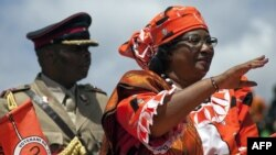 Malawi president Joyce Banda waves to the crowd gathered in Lilongwe for the official launch of her electoral presidential campaign, March 29, 2014 in Lilongwe.