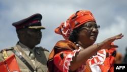 马拉维总统班达(右)。