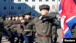 지난해 3월 북한에서 청년 백수십만 명이 군입대를 위해 자원했다고, 북한 관영 '조선중앙통신'이 보도했다. (자료사진)