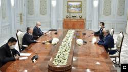 O'zbekiston rahbari Shavkat Mirziyoyev 11-noyabr kuni Toshkentda Afg'oniston Milliy birdamlik oliy kengashi rahbari Abdulla Abdullani qabul qildi.