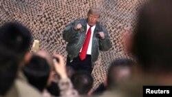 رئیس جمهور ترمپ گفت که بیشتر از خودش، نگران گروه همراهش در این سفر بوده است.