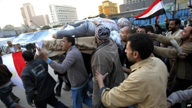 Protesters hold up an effigy of Egyptian President Hosni Mubarak during a a mock funeral at Tahrir Square in Cairo, February 7, 2011
