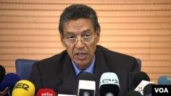 Mendagri Maroko, Taieb Cherkaoui memberikan keterangan di Rabat mengenai pemboman kafe di Marrakesh (6/5).