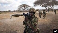 로켓포를 발사하는 케냐 정부군(자료사진)