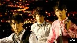 Los Jonas Brothers estarán de gira por toda Europa durante todo el mes de septiembre, presentándose en ciudades como Milán, Zurich, Madrid, París entre otras.