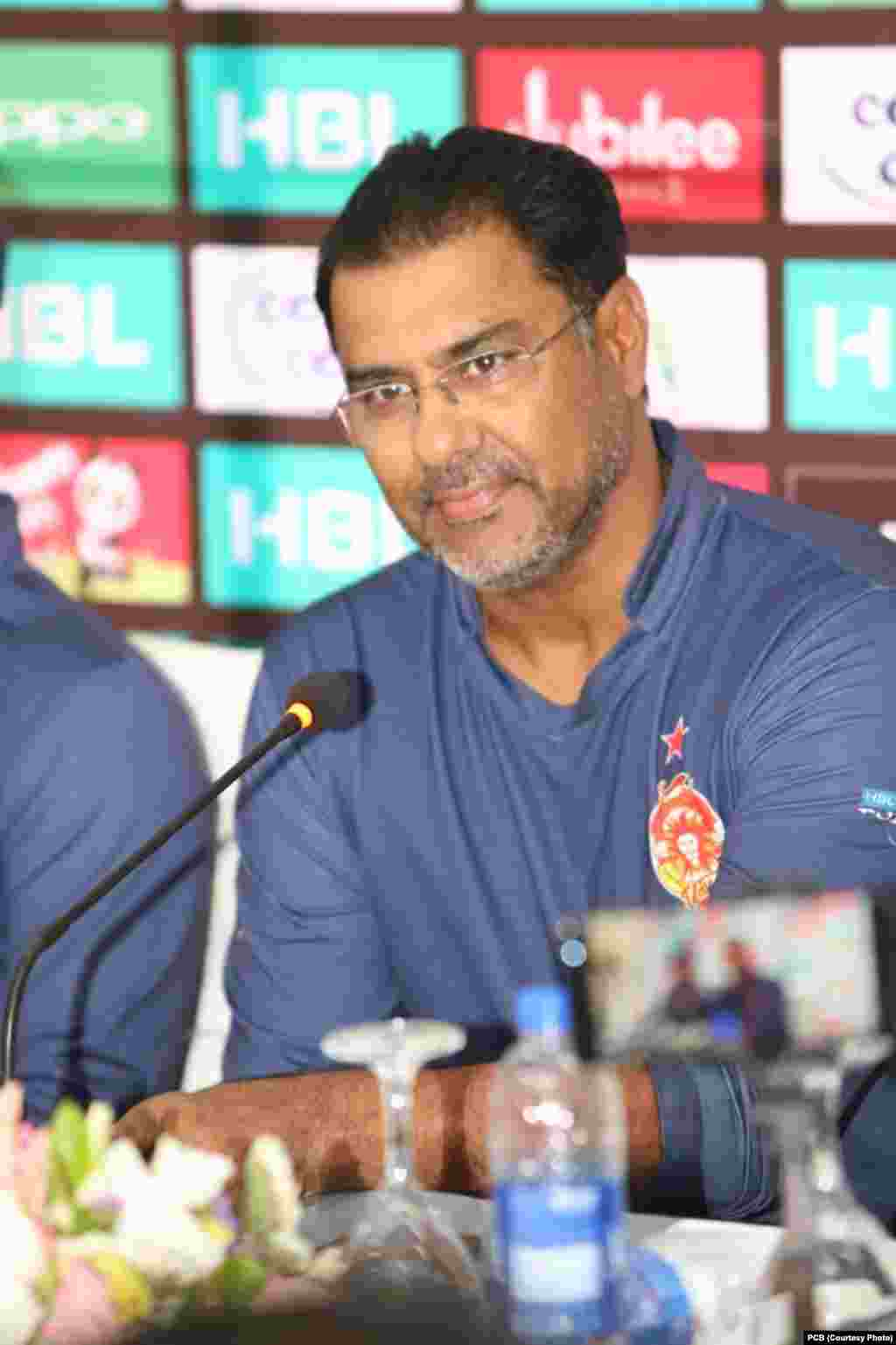 اسلام آباد یونائٹد ٹیم کے ڈائریکٹر سابق کرکٹر وقار یونس نے میڈیا نمائندوں سے گفتگو کی۔