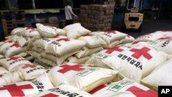 지난 2006년 8월 한국이 북한에 제공했던 수해 지원 용 쌀. (자료 사진)