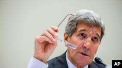 美国国务卿克里在国会作证(2015年7月28日)