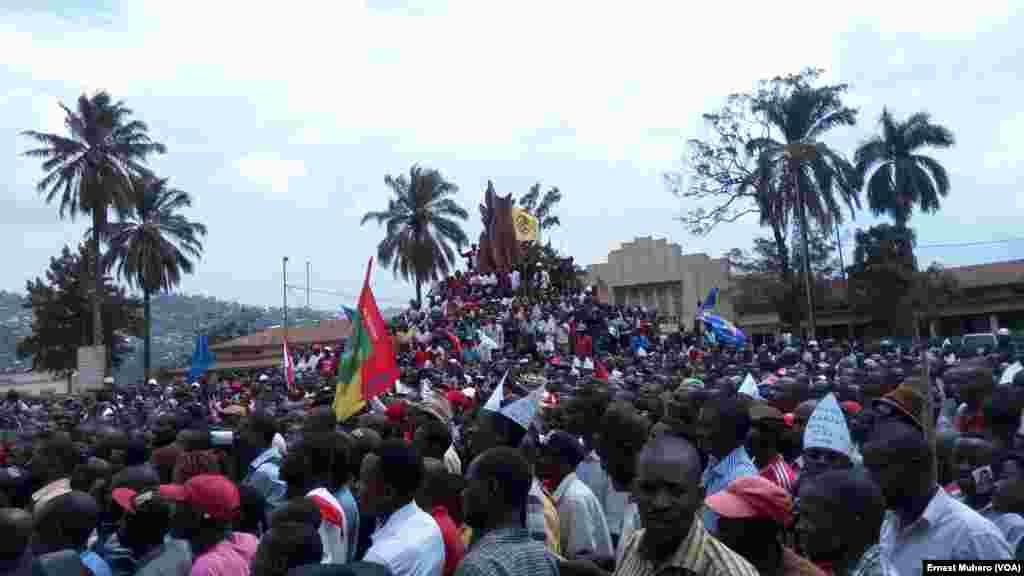 La population du Sud-Kivu répond massivement à l'appel de l'opposition pour dire non à la prolongation de mandat de Joseph Kabila, à Bukavu, 26 mai 2016. VOA/ Ernest Muhero