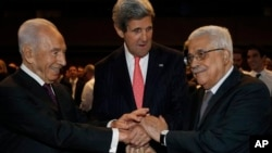Шимон Перес, Джон Керри и Махмуд Аббас. Иордания. 26 мая 2013 г.