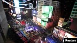 纽约时报广场挤满了辞旧迎新的人群。