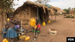 Crianças no campo de deslocados do Chibuto 2, Gondola, Manica, Moçambique