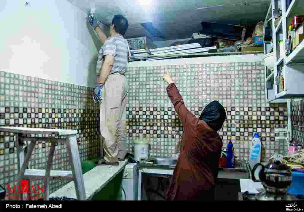 در سالهای اخیر کنشگران مدنی تلاش کردهاند تا لزوم مشارکت همه اعضای خانواده در خانهتکانی را گوشزد کنند تا تنها باری بر دوش زنان نباشد.