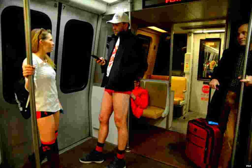 «Интересные пассажиры в вашингтонском метро»