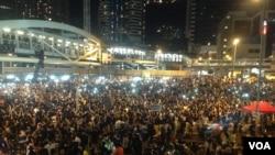 数以万计港人周三继续参与街上占据行动