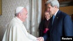 Папа римский Франциск и госсекретарь США Джон Керри. Ватикан. 2 декабря 2016 г.