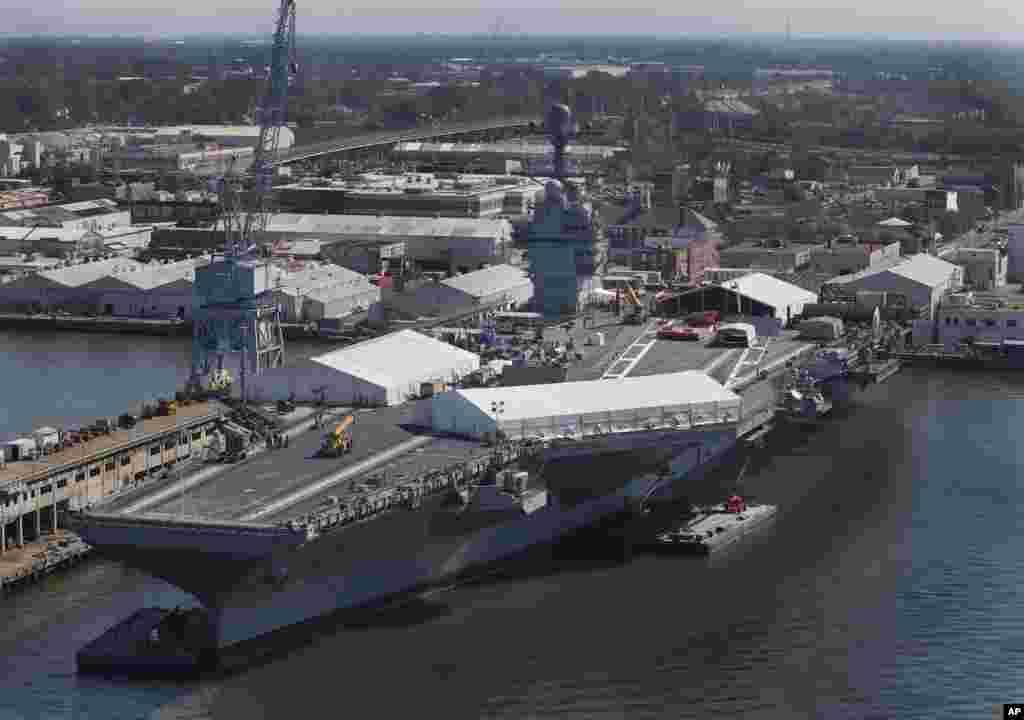 在维吉尼亚州纽波特纽斯造船厂,美军福特号航空母舰进入建造的最后阶段(2016年4月27日)