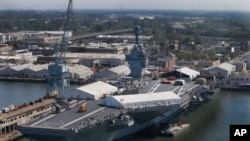 Bato de gè sa a ki rele USS Gerald R. Ford, e ki nan baz naval Newport News an Vijini, koute $ 13 milya. Foto: 27 avril 2016.