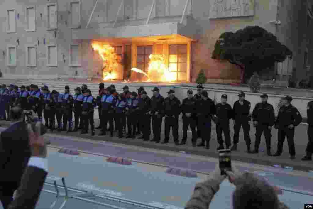 Shqipëri, protesta e opozitës