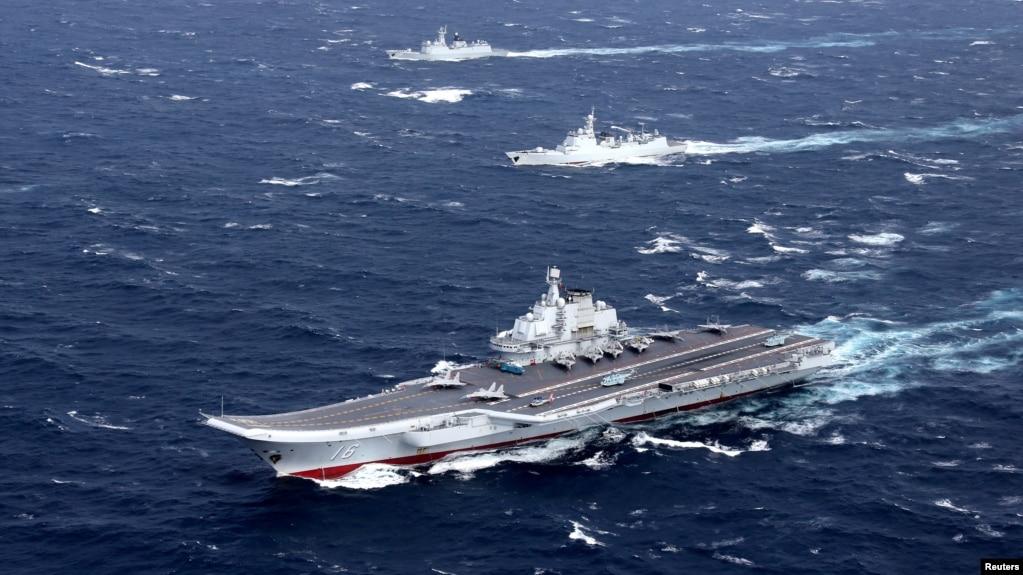 中國海軍遼寧號航母編隊在南中國海演習。 (2016年12月資料照)