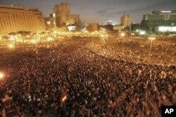 Des milliers de manifestants au centre du Caire