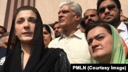 Maryam Nawaz (depan kiri), isteri Safdar putri mantan perdana menteri Pakistan Nawaz Sharif, di Pengadilan Islamabad. (Foto: dok).