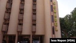 Siège social de la Société nationale burkinabè de l'électricité (Sonabel) à Ouagadougou, 14 juin 2017. (VOA/Issa Napon)