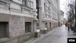 立陶宛首都維爾紐斯市中心的蘇聯佔領和共產主義迫害紀念館。(美國之音白樺拍攝)