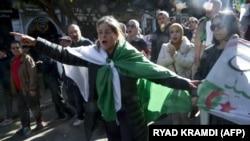 Les manifestants défilent dans Alger, la capitale de l'Algérie, le 31 janvier 2020. (Photo AFP)