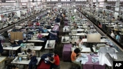 Laborers work at a garment factory in Burma. (file) The U.S. has allowed the general import ban on Burmese products to lapse.