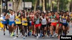 Des marathoniens dans les rues de Londres, le 6 août 2017.