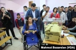 Lisa Çalan 5 Haziran'da Diyarbakır'da düzenlenen bombalı saldırıda bacaklarını kaybetmişti