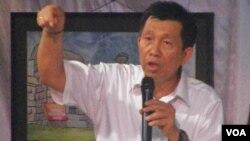 Gubernur Bali Made Mangku Pastika menyampaikan penjelasan dalam dialog awal tahun di Denpasar, Sabtu petang (7/1).