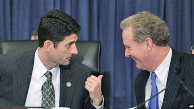 House Budget Committee Chairman Rep. Paul Ryan, R-Wis., left, talks with with the committee's ranking Democrat, Rep. Chris Van Hollen, D-Md., on Capitol Hill in Washington, January 26, 2011 (file photo)