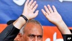 국민투표 계획을 밝히는 살레 대통령