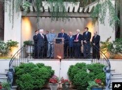 Πρέσβης Κύπρου Α. Κακουρής, Πρόεδρος ΠΣΕΚΑ Φ. Κρίστροφερ και ηγέτες της ομογένειας στη διάσκεψη της Ουάσιγκτον.