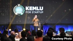 "Wakil Menteri Luar Negeri Mahendra Siregar dalam diskusi terbuka ""Kemlu for Startup: Menarik Investasi Modal Ventura Lokal dan Internasional,"" yang dilangsungkan Kementerian Luar Negeri di Jakarta, Senin, 25 November 2019. (Foto: Kemenlu RI)"