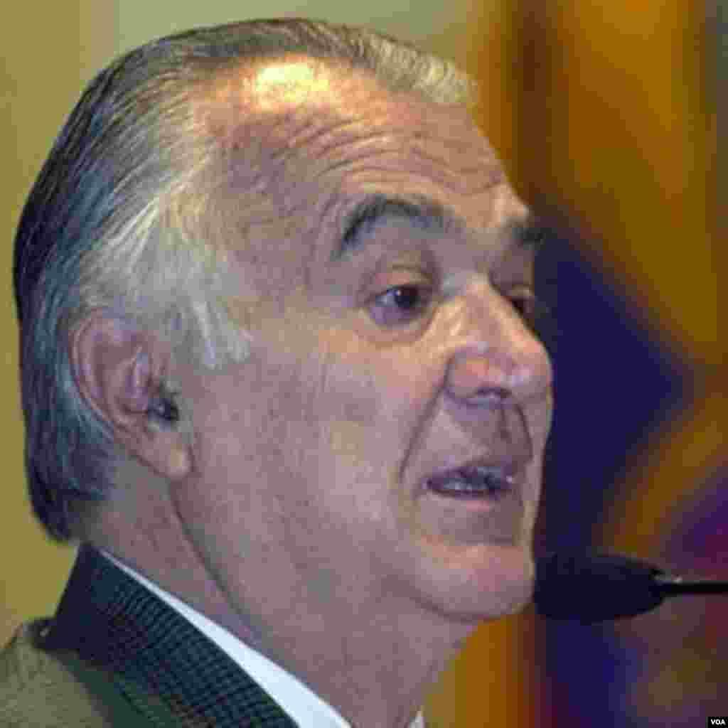 El expresidente de México, Miguel de la Madrid falleció el 1 de abril a la edad de 77 años, no se especificaron las causas, solo que ingresó al hospital debido a un efisema.