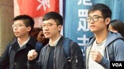 香港雙學三子周永康(右起)、羅冠聰及黃之鋒。(美國之音湯惠芸攝)