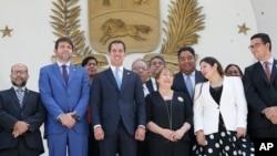 ကုလသမဂၢ လူ႔အခြင့္အေရးဆိုင္ရာ မဟာမင္းႀကီး Michelle Bachelet နဲ႔ ဗင္နီဇြဲလား အတုိက္အခံေခါင္းေဆာင္ Juan Guaido (ဇြန္၊ ၂၁၊ ၂၀၁၉)
