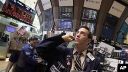 Kekhawatiran investor tentang kebuntuan pembicaraan anggaran di Kongres AS memicu merosotnya bursa saham (foto: ilustrasi).