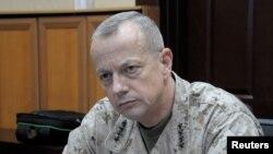 Tư lệnh lực lượng Mỹ và NATO tại Afghanistan, Tướng John Allen trong một cuộc phỏng vấn ở Kabul, ngày