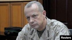 Pemimpin pasukan Amerika dan NATO di Afghanistan, Jenderal John Allen (foto: dok).