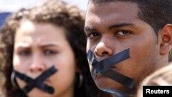 Periodistas durante una protesta exigiendo libertad de prensa.