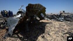 Ruski stručnjaci tokom istrage rušenja putničkog aviona u blizini Hasane, na Sinajskom poluostrvu