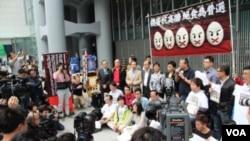 香港泛民主派近日在中環展開絕食正普選行動(美國之音圖片)