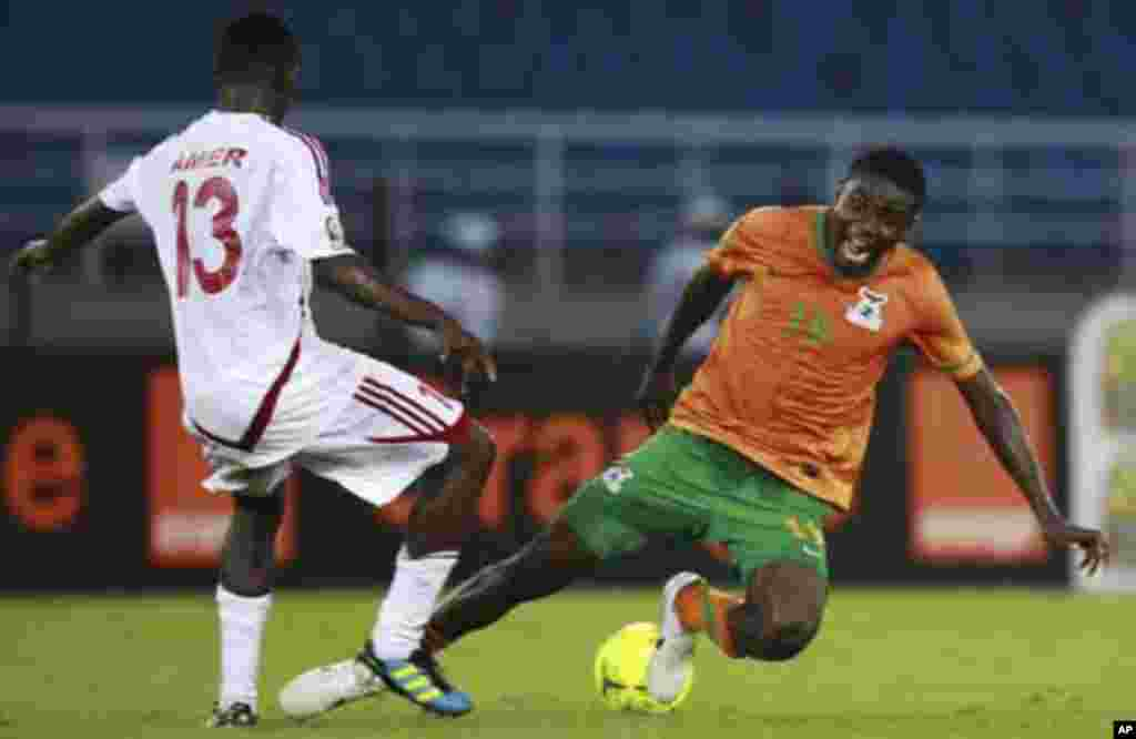 """Nathan Sinkala of Zambia (R) fights for the ball with Amer Kamal of Sudan during their African Nations Cup quarter-final soccer match at Estadio de Bata """"Bata Stadium"""", in Bata February 4, 2012."""